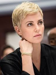 frisuren hairstyles on pinterest pixie cuts short charlize theron pixie haircut