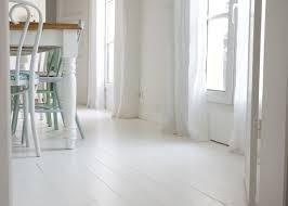 parquet blanc chambre peindre parquet en blanc le mode d emploi le d annouchka