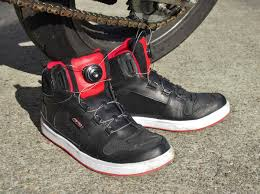 red motorcycle shoes motorcycle gear review axo 5to9 riding shoes sf moto blog