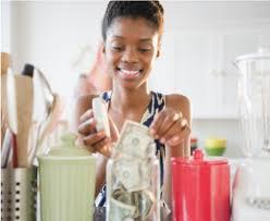 femme qui cuisine faire des économies d énergie dans la cuisine astuces économies