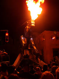 halloween horror nights 19 file robosaurus fire jpg wikimedia commons