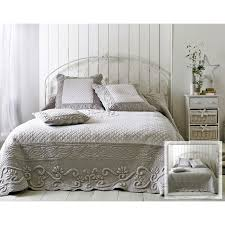 jeté de canapé gris perle boutis plaid ou jeté de canapé couvre lit matelassé perle et