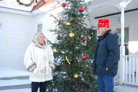 decorated homes for christmas residents decorate homes yards for holidays news sports jobs