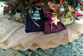 how to make a tree skirt the daily sew