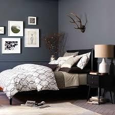 wohnideen schlafzimmer wandfarbe die besten 25 dunkle möbel ideen auf palettenwand