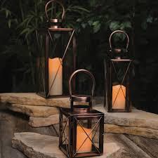 bougies d extérieur et lanternes pour fignoler le jardin et la