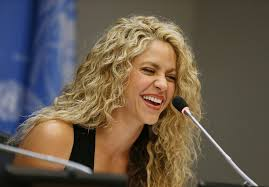 what color is shakira s hair 2015 shakira with blond and brown hair september 2015 popsugar latina