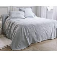 jeté de canapé gris perle couvre lit gris perle table de lit a roulettes