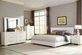 King Platform Bedroom Sets Traynor E King Upholstered Platform Bedroom Set White Dfw