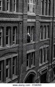 narrow picture ledge window cleaner on very narrow ledge 3storeys up with no safety gear