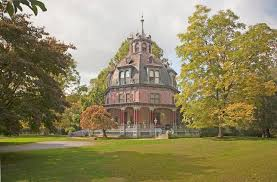 pin by joanna suen on tumblr pinterest octagon house house the armour stiner octagon house was built in the early and was saved from demolition by preservationist architect joseph pell lombardi who bought it for