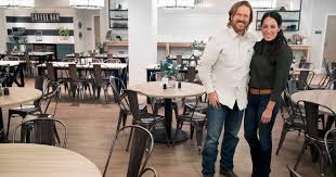 Texas Couple Weds At Chip And Joanna Gaines U0027 Magnolia Market