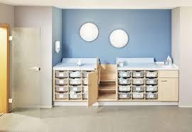 wickeltisch design holz wickeltisch mit badewanne für berufliche nutzung für