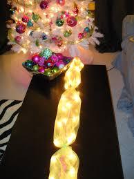 Lighted Christmas Tree Skirt La Vie Diy Diy Lighted Table Garland