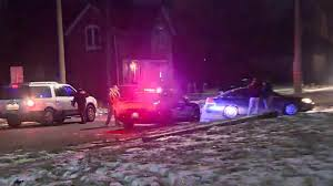 man in custody after 2 detroit police officers shot on city u0027s
