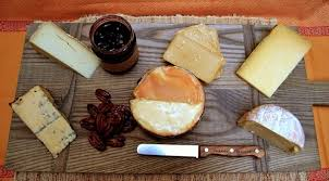 your guide for creating a fantastic thanksgiving cheese board
