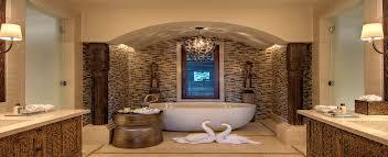 10 luxury bathrooms with skylights
