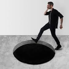 trippy optical illusion rug makes it look like there is a deep