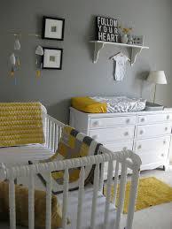 chambre de bébé gris et blanc chambre grise et jaune déco chambre grise jaune et gris