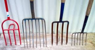 Types Of Garden Rakes - choosing gardening tools