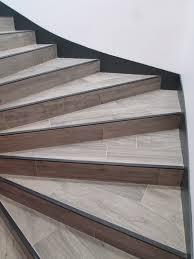 Modifier Un Escalier by Marches Et Contre Marches En Carrelage Imitation Parquet 20x90