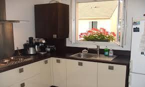 cuisine cacher cuisine stratifié muscade brillant avec plan de travail wengé