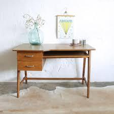 bureau chene clair superbe petit bureau vintage chene clair f344 a beraue bois