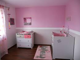 décoration de chambre pour bébé chambre parme et blanc