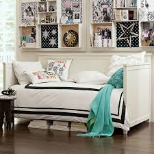 Daybed In Living Room 79 Best Decorating With A Day Bed Images On Pinterest