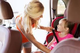 a quel age on enleve le siege auto l enfant en voiture quel âge pour un rehausseur ou un siège auto