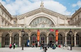 l est left luggage services in railway stations tourist