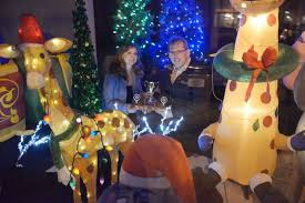 Window Decorating Contest For Christmas by Bill Chandler Wins Christmas Window Decorating Contest In