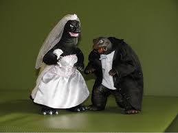 wedding cake toppers 17 hilarious wedding cake toppers tiphero