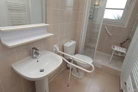 si e baignoire personnes ag s amenagement salle de bain pour personne agee