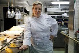 femme dans la cuisine hélène darroze élue meilleure femme chef du monde un coup de