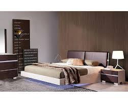 classy bedroom furniture design with cubical white table lamp and