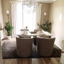 Esszimmer Teppich Von Gelben Wänden Und Teppich Zu Einem Gemütlichen Zimmer Mit