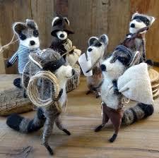 rf523g raccoon bandit ornament