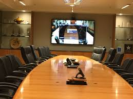 digital conference room scheduler by crestron av planners