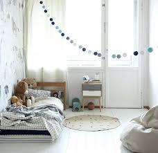 chambre bébé montessori parquet chambre fille amenagement chambre enfant lit bacbac