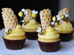 bumble bee cupcakes bumble bee cupcakes with honeycomb and buzzing bees around the