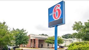 Tanger Family Bicentennial Garden Motel 6 Greensboro Airport Hotel In Greensboro Nc 39 Motel6 Com