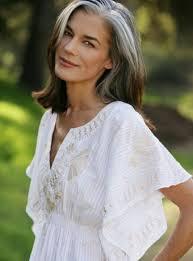 short styles for grey hair streaked bildergebnis für graue haare wachsen lassen übergang frisur