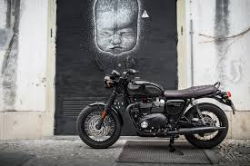la triumph bonneville t 120 black en 34 photos moto journal