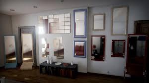 grand miroir chambre couloir et entrée grand miroir chambre cadres multicolores il y a