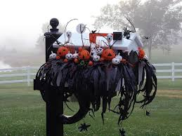 Scary Halloween Decorations Ideas by Scary Halloween Decoration Ideas Rustic Bench Black Hanging Spider