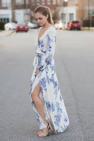 this blue hued floral maxi dress is so beautiful and flattering