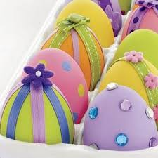 Easter Decorations On Cakes by Easter Decorations And My Love Of Chocolate Eggs Paperblog