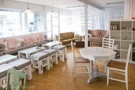 Wohnzimmer Nordischer Stil Isländisches Café Mit Diy Möbeln Und Glaskunst Interiorwelt De