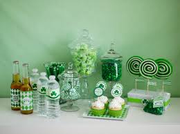 Green Table Gifts by 10 St Patrick U0027s Day Party Ideas